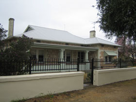 Naracoorte Cottages - MacDonnell House