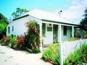 Sarah's Cottage - Goulburn Accommodation