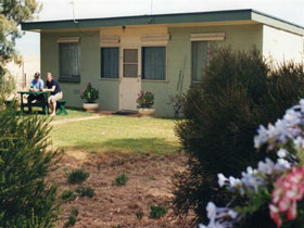 Oaklands Fishing Cottage - Goulburn Accommodation