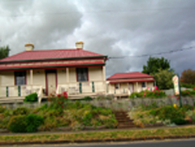 Tier View Twin Cottages - Goulburn Accommodation