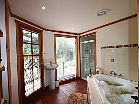 Love Grove Guest House - Goulburn Accommodation