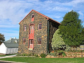 Bluestone Grain Store BB - Goulburn Accommodation
