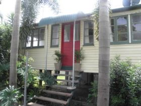 The Red Ginger Bungalow - Goulburn Accommodation