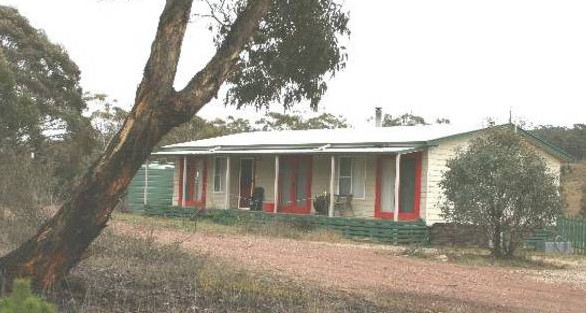 Christmas Tree Cottage - Goulburn Accommodation