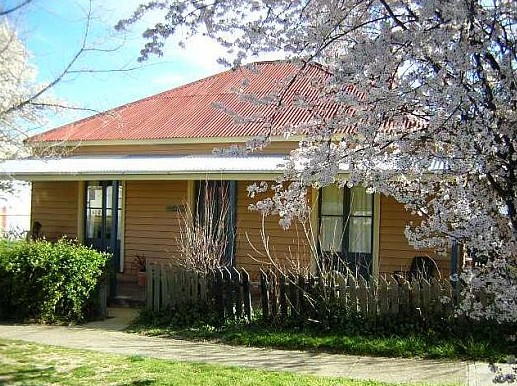 Cooma Cottage - Accommodation - Goulburn Accommodation