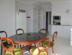 Olas Holiday House - Goulburn Accommodation