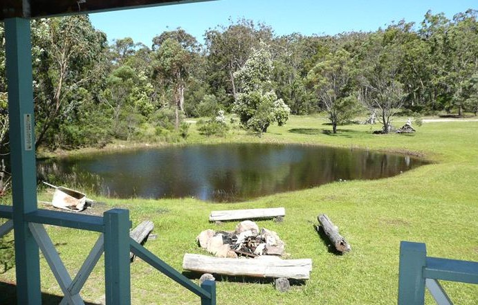 Possums Hollow and Hooters Hut - Goulburn Accommodation