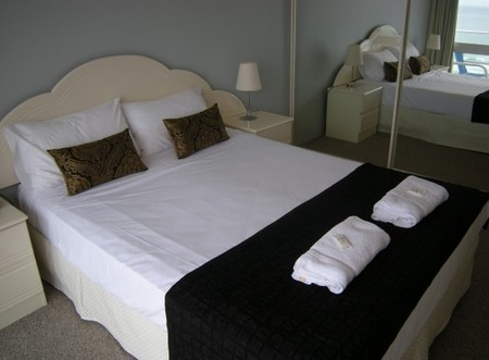 Pacific Regis Beachfront Apartments - Goulburn Accommodation