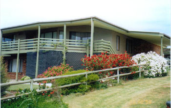 Currawong Holiday Home - Goulburn Accommodation