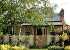 Rossmore Cottage - Goulburn Accommodation