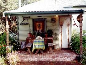 Roo Lagoon Cottage - Goulburn Accommodation
