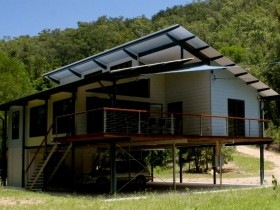 Creek Valley Rainforest Retreat - Goulburn Accommodation