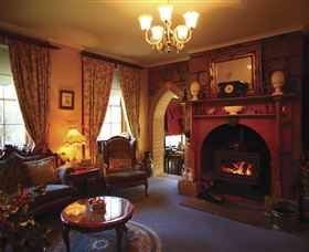 Oatlands Lodge Colonial Accommodation