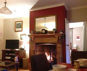 Crabtree House - Goulburn Accommodation