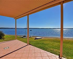 Luxury Waterfront House - Goulburn Accommodation