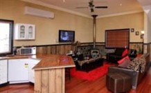 Top of the Range Retreat - Goulburn Accommodation