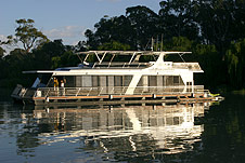 Whitewater Houseboat - Goulburn Accommodation