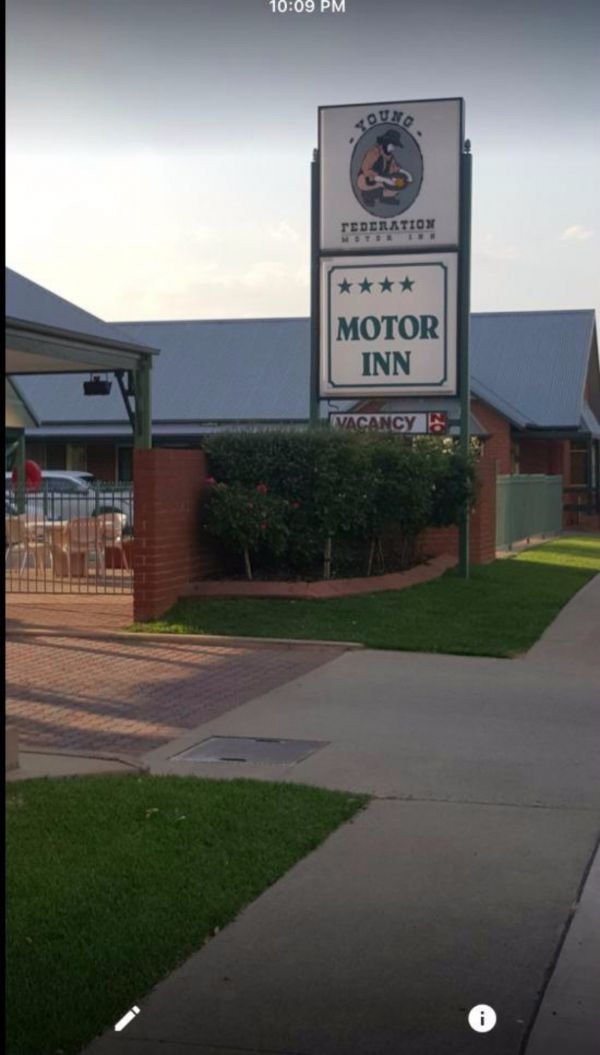 Federation Motor Inn Young - Goulburn Accommodation