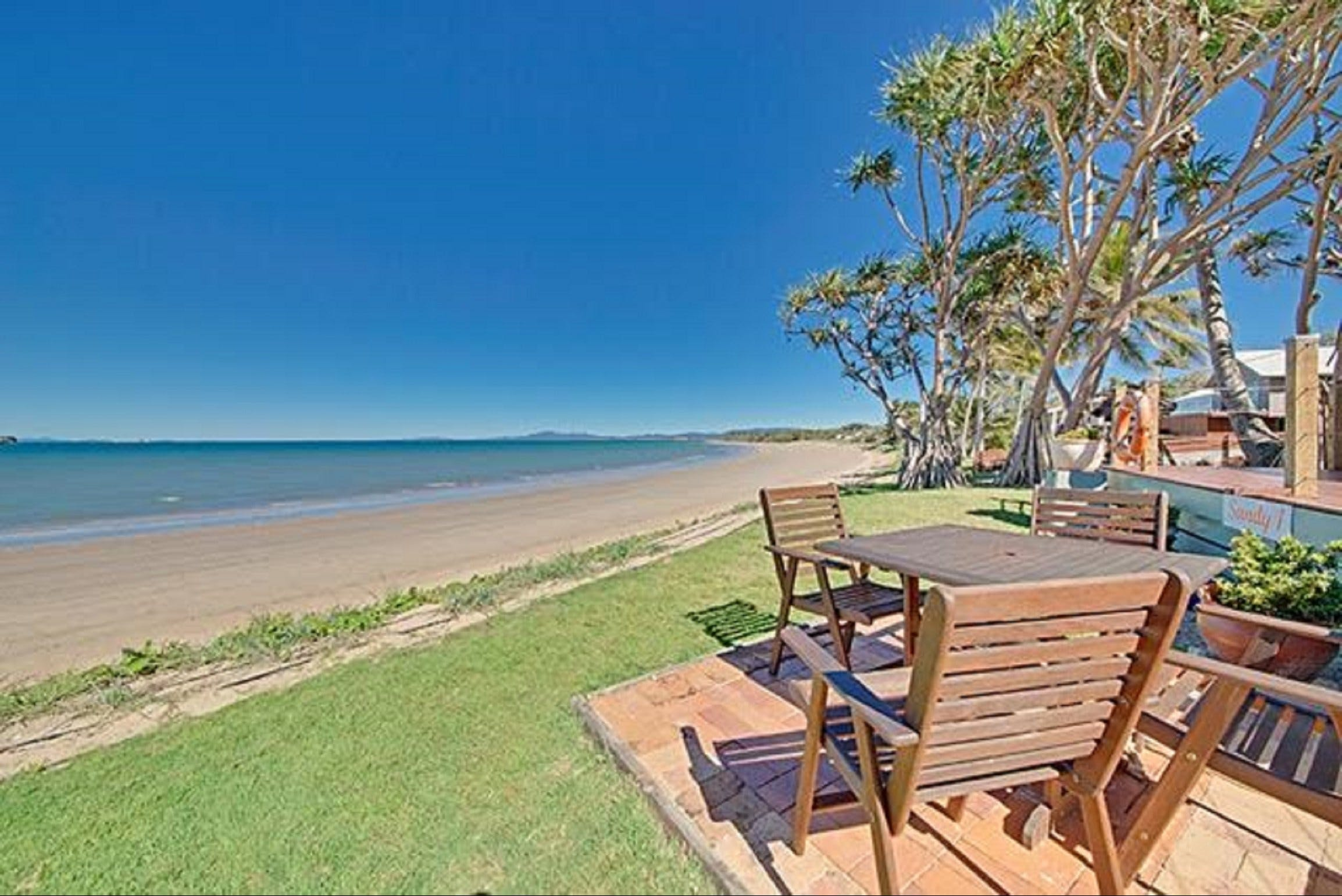 Beachfront Zilzie Holiday Home and Cottage - Goulburn Accommodation