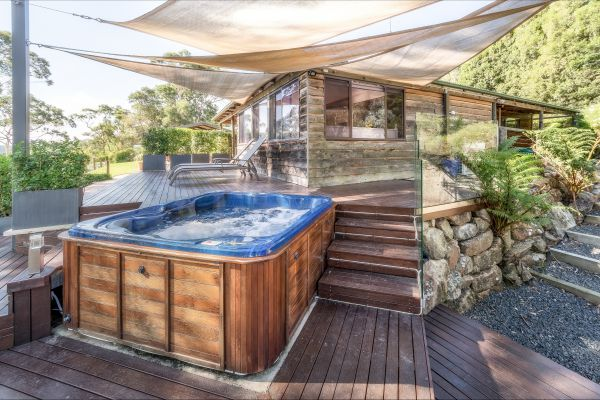 Coach House Hill Cottage - Goulburn Accommodation