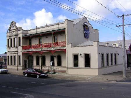 Mitchell River Tavern - Goulburn Accommodation