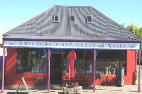 3 Windows Gallery - Goulburn Accommodation