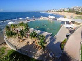 Kings Beach - Beachfront Salt Water Pool - Goulburn Accommodation