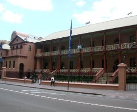 Parliament House - Goulburn Accommodation