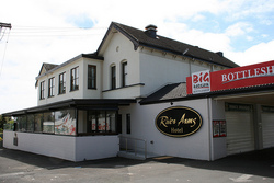River Arms Hotel - Goulburn Accommodation