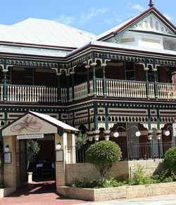 Julios - Goulburn Accommodation