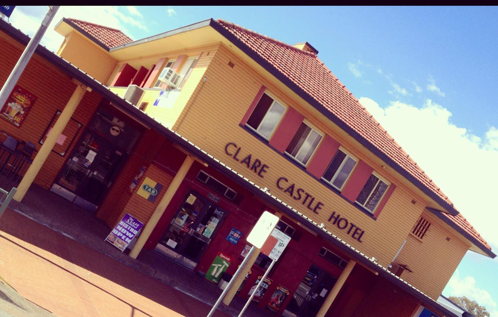 Clare Castle Hotel - Goulburn Accommodation