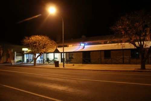 Riverton Hotel - Goulburn Accommodation