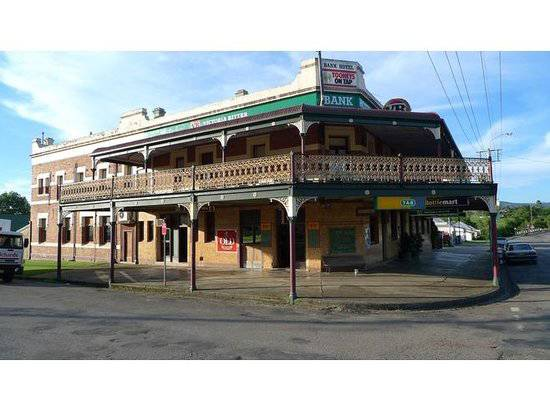 Bank Hotel Dungog - Goulburn Accommodation